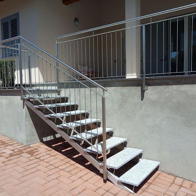 Famoso scala in #acciaio #inox con #gradini in #pietra, Soluzione comoda PE94